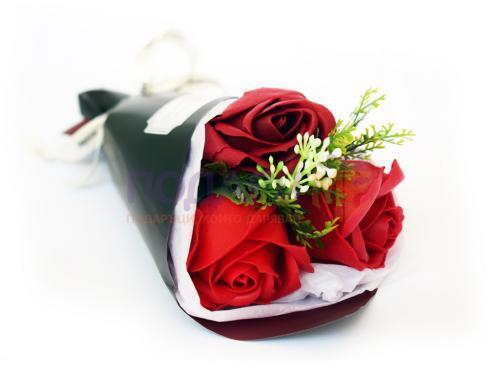 Букет от 3 червени рози