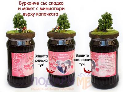 Бурканче с конфитюр с декорация миниатюри